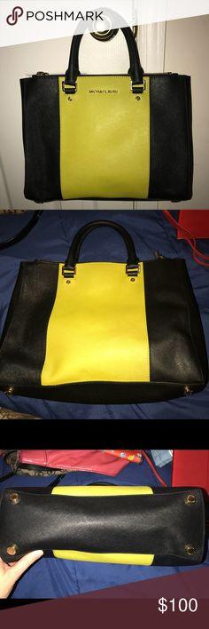 Michael Kors purse Excellent condition. Clean inside & out. Michael Kors Bags Satchels