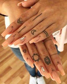 Pretty Tiny Tattoo Design For Woman - - Small tattoo on finger, Tiny tatto. - Pretty Tiny Tattoo Design For Woman – – Small tattoo on finger, Tiny tattoo design for wo - Finger Tattoo Designs, Tattoo Am Finger, Hand And Finger Tattoos, Finger Tattoo For Women, Hand Tattoos For Women, Henna Tattoo Designs, Diy Tattoo, Small Tattoo Designs, Tattoo Designs For Women