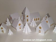 . . . Wesens-Art: Papier-Kirche / Paper Church
