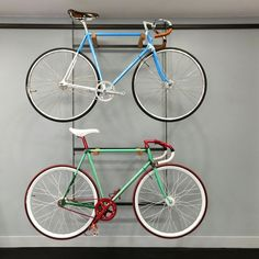 'Bicycle Store' renovation by French architect and designer Florian Brillet in Paris, France. Bici Retro, Velo Retro, Velo Vintage, Vintage Bicycles, Mountain Bicycle, Women's Cycling, Cycling Equipment, Bike Speed, Custom Bikes