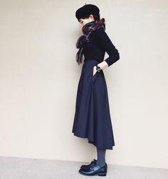 帽子が大好きで、特に冬はベレー帽が大活躍‼︎取り入れやすい黒ワントーンコーデも、ベレー帽をかぶるだけで一気にこなれ感が♪さらに差し色に赤のチェックストールをぐるぐる巻きにすれば、フレンチガールの出来上がり♡トップスは以前も着ていたUNIQLOのリブハイネックTになります。この適度・・・