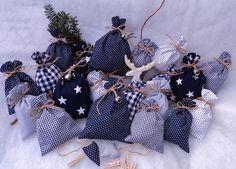 Adventskalender - XL Adventskalender mit Maxi-Säckchen, Glöckchen - ein Designerstück von Pinalou bei DaWanda Gift Wrapping, Etsy, Gifts, Wrapping Gifts, Advent Calendar, Gift Wrapping Paper, Presents, Gift Packaging, Gifs