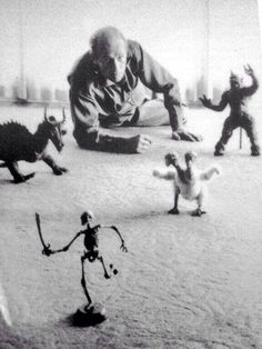 Ray Harryhausen with models from The Voyage of Sinbad Fantasy Movies, Sci Fi Fantasy, Fantasy Characters, Stop Motion Photography, Skeleton Warrior, Horror Pictures, Barbie Movies, Sinbad, Classic Monsters