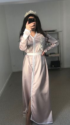 This kaftan is handmade with good quality satin fabric. Caftan Dress, Kaftan, Hair Diffuser, Arab Wedding, Cute Girl Poses, Street Hijab Fashion, Luxury Girl, Cute Girl Photo, Girl Photos