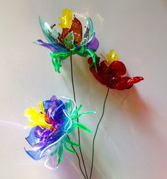 plastic Bottle Flowers Reuse Plastic Bottles, Plastic Bottle Flowers, Plastic Bottle Crafts, Diy Bottle, Recycled Bottles, Recycled Crafts, Plastic Art, Creative Crafts, Diy And Crafts