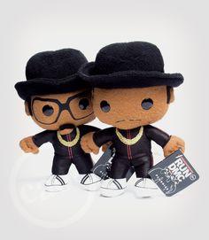 Plushies Run #DMC. Brinquedo de pelúcia dos famosos artistas de rap; #importado (EUA); atual ($350 cada). Aceitamos Visa & Master. Dúvidas: lojacaos584@gmail.com ou 11-2365-1260 #plushies #rap #hiphop #pelucia