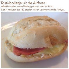 Tosti-bolletje uit de Airfryer. 4 minuten op 180 graden. AK Actifry, Air Frying, Air Fryer Recipes, Hot Dog Buns, Slow Cooker, Recipies, Good Food, Lunch, Bread