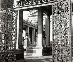 The entrance to the Hall of Fame for Great Americans, a New York landmark founded in 1900 to honor prominent Americans who have made a significant impact on American history. The Hall, located behind the Gould Memorial Library, houses almost 100 busts, including busts of Eli Whitney and Alexander Graham Bell. The Hall of Fame still exists today and is open to visitors.