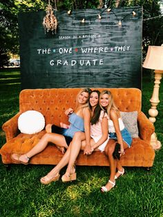 52 Best Graduation Party Ideas Guaranteed To Impress - Bildungsniveau - Graduation pictures,high school Graduation,Graduation party ideas,Graduation balloons Graduation Party Planning, College Graduation Parties, Graduation Party Decor, Grad Parties, Graduation Ideas, Grad Party Decorations, Graduation Backdrops, High School Parties, Outdoor Graduation Parties