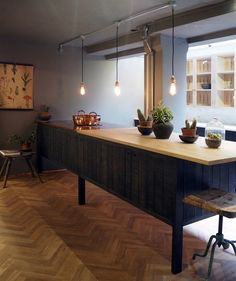 How amazing does our parquet look against this Sebastian Cox kitchen from deVOL? The tones and textures of the wood just work perfectly together. Kitchen Cabinets With Legs, Timber Kitchen, Kitchen Island, Oak Parquet Flooring, Stone Flooring, Floors, Devol Kitchens, Home Kitchens, Freestanding Kitchen