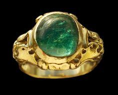 GOTHIC REVIAL  Art Nouveau Ring   Gold Emerald Diamond  H: 1.3 cm (0.51 in)   French, c.1900