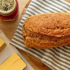 Grovbrød med gulrot og linfrø | Det glade kjøkken Banana Bread, Desserts, Recipes, Tailgate Desserts, Deserts, Postres, Dessert, Plated Desserts