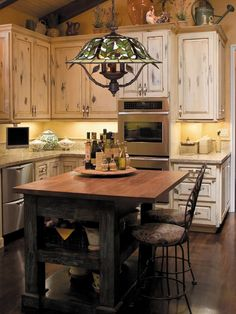 Kitchen design images pictures new kitchen images,small kitchen design indian style country kitchen appliances,rustic kitchen cabinets for sale rustic white kitchen cabinets. Country Kitchen Lighting, Country Kitchen Island, Country Kitchen Designs, French Country Kitchens, Country French, Modern Country, French Style, Tuscan Kitchen Design, Modern Rustic