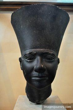 Schist Head of Userkaf from Abusir, Solar Temple of Userkaf Egyptian Pharaohs, Egyptian Art, Ancient Art, Ancient Egypt, Art Asiatique, Black Artwork, Egyptians, Cairo, Black History