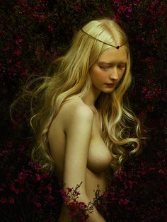 Zhang Jingna is an artist from Beijing, currently living and working in New York.