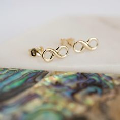 Solid gold infinity stud earrings in personalised gift box. Gift box personlised with gold plate fixed to lid of box, 75 characters over 3 lines. 9ct Gold Earrings, Stud Earrings, Delicate Jewelry, Gold Jewelry, Infinity Earrings, Best Valentine's Day Gifts, Wedding Jewellery Gifts, Valentines Day Gifts For Her, Selling Jewelry