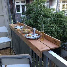 Outdoor dining with the balcony bar on a small balcony - leila - Dekoration - Balcony Furniture Design Outdoor Dining, Outdoor Tables, Outdoor Balcony, Ikea Outdoor, Patio Dining, Patio Tables, Patio Chairs, Side Tables, Outdoor Ideas