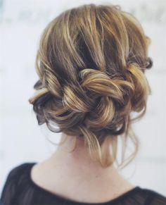 Acconciature sposa primavera 2016. Trecce, raccolti e chignon con fiori - VanityFair.it