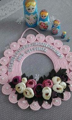 Jute Crafts, Wreath Crafts, Diy Home Crafts, Diy Arts And Crafts, Paper Crafts, Wreath Ideas, Diy Flowers, Paper Flowers, Rustic Christmas