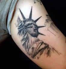 70 Statue Of Liberty Tattoo Designs For Men - New York City - Helpful Sharing Statue Of Liberty Tattoo, Statue Tattoo, Love Tattoos, Tattoos For Guys, Tatoos, Calf Tattoo Men, Hand Statue, New York Tattoo, Usa Tattoo