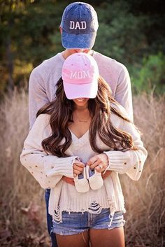 Baby announcement    Karissa Abbott-love the hat idea e408310426b1