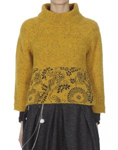 KLIMT: Mustard Donegal tweed flock sweater with screenprint at hem Sweater Knitting Patterns, Knitting Designs, Fair Isle Knitting, Hand Knitting, Tejido Fair Isle, Motif Fair Isle, Icelandic Sweaters, Sweater Fashion, Tweed