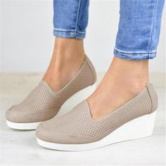 Slip on sneakers outfit – Lady Dress Designs Sneakers Mode, Wedge Sneakers, Sneakers Fashion, Fashion Shoes, Women's Fashion, Comfortable Work Shoes, Comfy Shoes, Tennis Vans, Shoes Heels Wedges