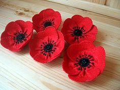 "Brooch made of felt ""Poppy"" - a free workshop on the topic: Cutting and sewing ✓ With your own hands ✓ Step by step ✓ With photo Felt Diy, Felt Crafts, Paper Crafts, Felt Flowers Patterns, Diy Flowers, Crochet Projects, Craft Projects, Sewing Projects, Memorial Day Poppies"