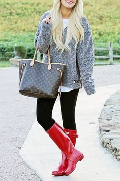 Casual fall look red hunters & southern marsh pullover. Red Hunter Boots, Red Rain Boots, Hunter Boots Outfit, Rainboots Hunter, Duck Boots, Cowgirl Boots, Western Boots, Snow Boots, Riding Boots