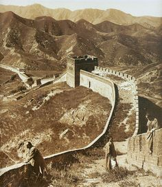 Historic photo of a section of the Great Wall, likely at Badaling, taken in 1907 (public domain photograph, Herbert Ponting).