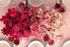 Wedding Flower Trend / Ombre Florals / Wedding Style Inspiration / LANE. View gallery : http://thelane.com/the-guide/style-elements/flowers/ombre-florals