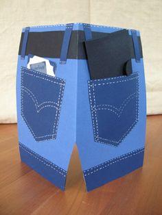 feliz cumpleaños amor, tarjeta de cumpleaños en forma de pantalones azules con bolsos ideal para hombres