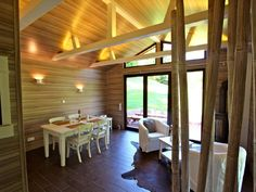 Chalet Seeblick Heimbach - licht en warmte in de woonkamer