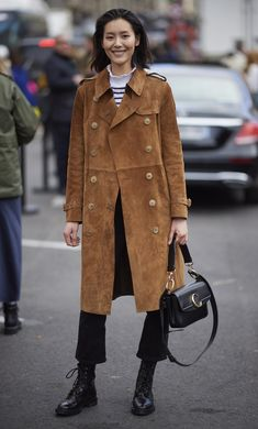Outfit Ideas: The Best Street Style From Fall 2019 Paris Fashion Week Stylish Winter Outfits, Cool Outfits, Paris Street Fashion, Look Fashion, Autumn Fashion, India Fashion, Japan Fashion, Cheap Fashion, Fashion 2017