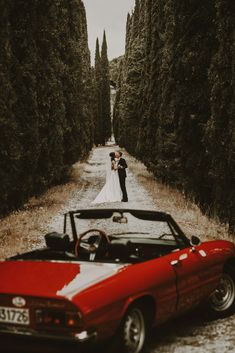 The ideal wedding photo, a beautiful Italian car and a lovely couple! Source by livitaly Couple Photography Poses, Photography Website, Car Photography, Wedding Car, Destination Wedding, Dream Wedding, Italy Tours, Pre Wedding Photoshoot, Intimate Weddings