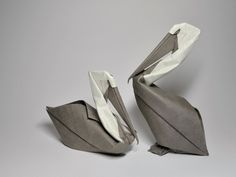 Hoang Tien Quyet, membre du Vietnam Origami Group. « wet folding » : technique de pliage avec du papier-mâché. Folding Little Animals in Origamis – Fubiz™