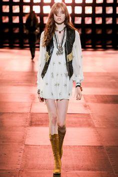 Grace Hartzel http://www.vogue.fr/mode/mannequins/diaporama/les-mannequins-du-numero-de-novembre-2014-de-vogue-paris-adriana-lima-natasha-poly-sasha-pivovarova/21143/image/1112358#!grace-hartzel-double-jeu-par-mario-sorrenti
