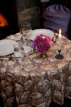 Anitque Ivory Rosette table cloth