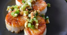 Vietnamese scallops that are perfectly balanced - sweet, salty, tangy, & crunchy. Peanuts, green onion and citrus set these scallops apart from any others. Asian Scallop Recipe, Bay Scallop Recipes, Scallop Dishes, Shellfish Recipes, Seafood Recipes, Chinese Seafood Recipe, Chinese Food, Korean Food, Scallop Appetizer