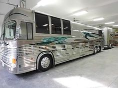 1989 Prevost Country Coach XL W/Matching Stacker Trailer EXCELLENT Vintage Motorhome, Vintage Rv, Vintage Racing, Prevost Coach, Prevost Bus, Luxury Campers, Luxury Bus, Rv Motorhomes, Converted Bus