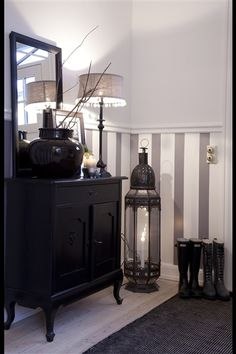 Home Sweet Home Style The gray & white stripes are an elegant touch to the room- they make it look e Flur Design, Wall Design, House Design, Style At Home, Grey Striped Walls, Black Walls, Le Living, Paint Stripes, Gray Stripes