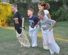 Old Fashioned Backyard Games - pillow case sack race. Love it! Birthday Games For Kids, Kids Party Games, Fun Games, Diy Birthday, Picnic Games For Kids, Outside Party Games, Family Picnic Games, Camping Party Games, Easy Games For Kids
