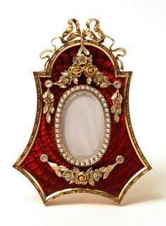 Faberge gem-set, guilloche enamel and 4-color gold photo frame, St. Petersburg. Workmaster: Johann Victor Aarne