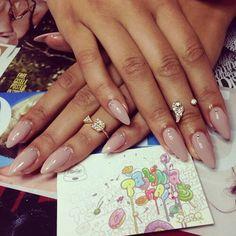 Beyonce nude, almond nail art