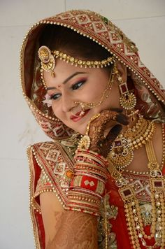 Guju bride ekbkjbkkbch Bbxuhw of Europe Ty Ty put ❤️ Indian Bride Poses, Indian Bridal Photos, Indian Wedding Poses, Indian Wedding Couple Photography, Bride Photography, Divas, Bridal Photoshoot, India Tour, Stage Decorations