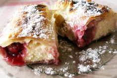 strudel cu branza si visine de vara (sour cherry and cheese strudel) Romanian Desserts, Romanian Food, Romanian Recipes, Strudel, Eat Dessert First, Cheesecake Recipes, Family Meals, Sweet Tooth, Easy Meals