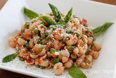 Baby pasta shells with asparagus and marinara sauce (282.5 cal/serving)