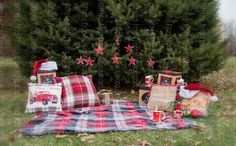 Christmas Photo Props, Christmas Tree Farm, Family Christmas Pictures, Holiday Photos, Christmas Mini Sessions, Christmas Photoshoot Ideas, Christmas Minis, Christmas Portraits, Family Photos