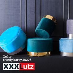 Dvacítkový rok bude modrý. Americký Pantone Color Institut vyhlásil barvou roku 2020 odstín Classic Blue. Podle psychologie barev je klasická modrá symbolem tradice, stálosti a solidnosti, čímž vzbuzuje pocit důvěry. V interiéru navozuje modrá barva pocit klidu. Proto se výborně hodí například do ložnice. Modrá se také řadí mezi chladné barvy a představuje jednu ze základních barev skandinávského stylu. Skvěle vynikne také v designových solitérech. Nejlepší modrou inspiraci najdete v XXXLutz! Pool Slides, Blues, Slip On, Design