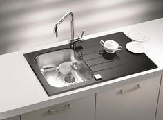 Black Kitchen Sinks, Countertops and Faucets, 25 Ideas Adding Black Accents to Modern Kitchens Modern Kitchen Sinks, Modern Sink, Modern Shower, Kitchen Taps, Glass Kitchen, Kitchen White, Stylish Kitchen, Modern Kitchens, Country Kitchen
